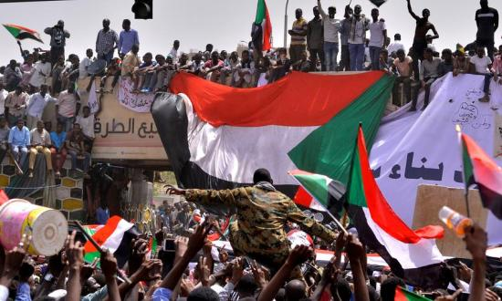 Почему Судан отменяет военное соглашение с Россией